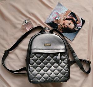 Рюкзак цвета металлик